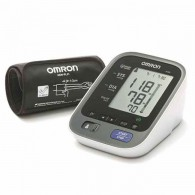 Omron M-500 digitale bloeddrukmeter met manchet.